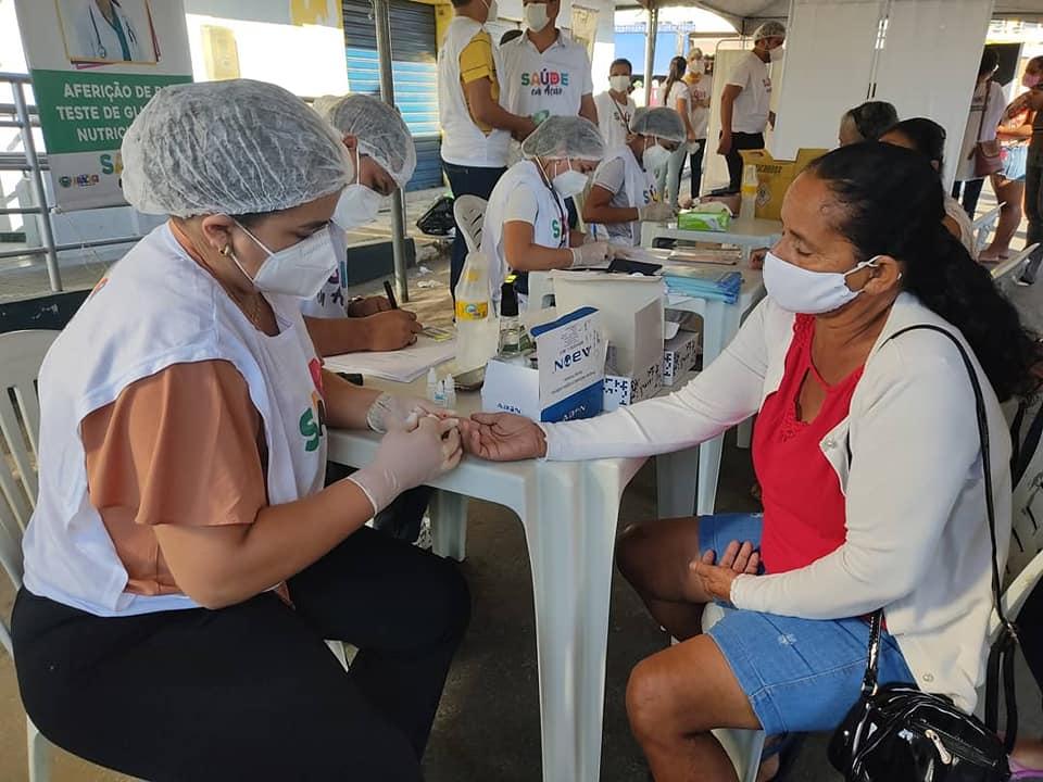 """Secretaria de Saúde realizou no último sábado (12), """"Saúde em Ação"""" e realizou testes e atendimentos na feira-livre"""