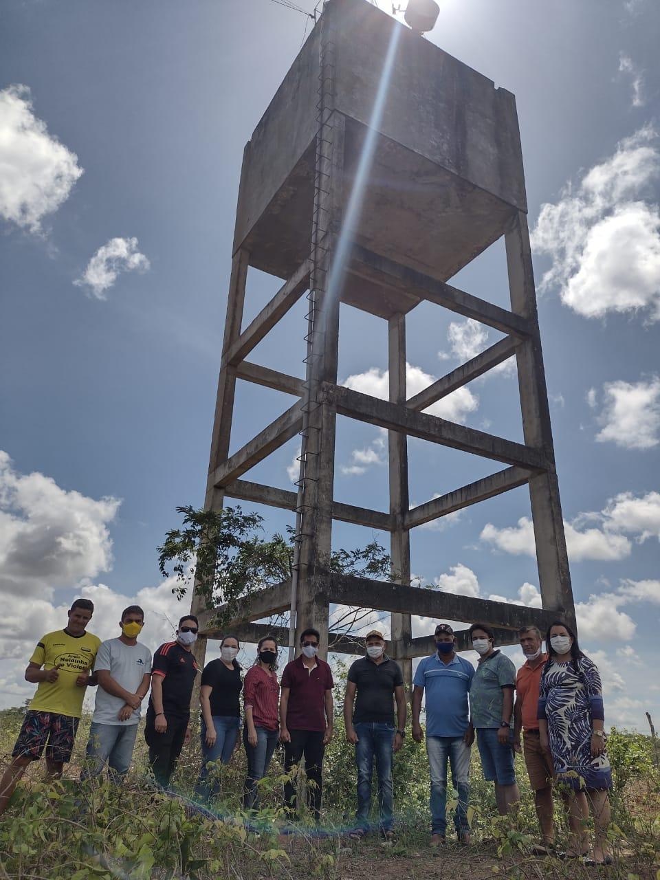 Prefeita Josilda Macena visitou caixa d'água do assentamento Maria Preta e avaliou possibilidade de utiliza-la
