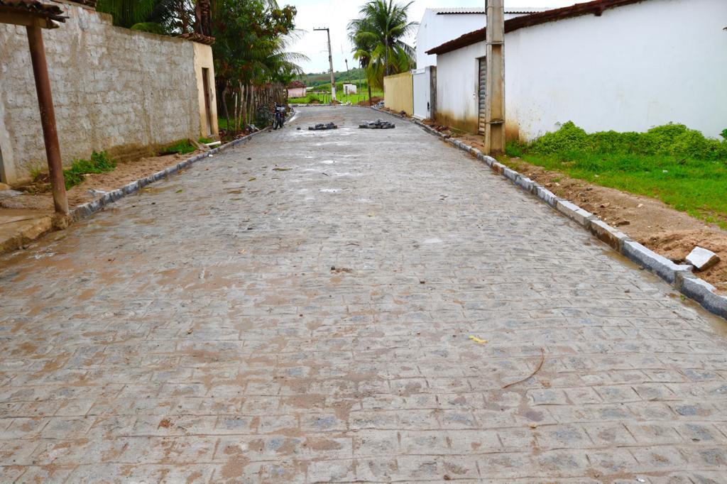 MAIS UMA: Prefeitura de Araçagi finaliza a pavimentação da Rua Joana Alexandrina