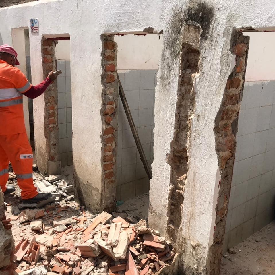 Prefeitura iniciou nesta seguunda (03) a reforma dos banheiros do Mercado Público Municipal