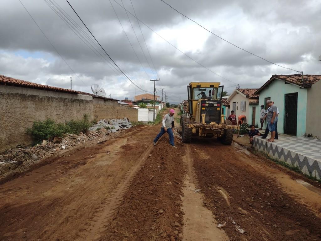 Prefeitura de Araçagi inicia obras de pavimentação em mais uma rua no conjunto Santo Amaro e finaliza outra rua